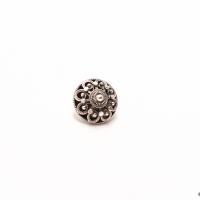 Liten knapp, oksidert. D: 16mm